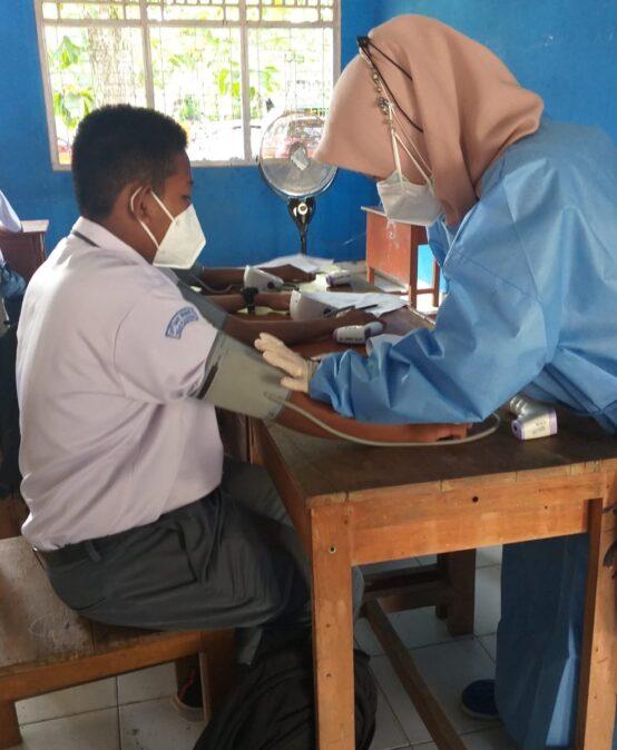 Pemberian Vaksin dosis 1 kepada siswa/i SMK Negeri 2 Muara Enim